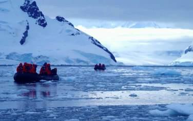 A zodiac cruise through the Antarctic Peninsula. © Karen Edwards
