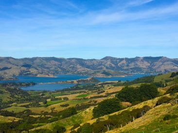 The road to Akaroa. © Karen Edwards